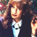 DAVID DUCHOVNY. Lo aveva dichiarato: gli sarebbe piaciuto tornare a indossare la mise dell'agente Dennis/Denise che tanta fortuna gli aveva portato prima di vestire i panni dell'agente Fox Mulder di X-Files. Desiderio esaudito