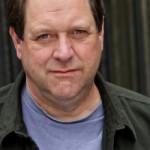 ERIC RAY ANDERSON. È comparso in molte serie tv in ruoli di supporto (Un medico fra gli orsi, Grimm) e ha interpretato Walter nella serie The Librarians.