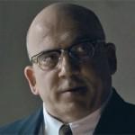 JONNY COYNE. Ha lavorato in molti film e serie tv, ad esempio è stato Warden Edwin James in Alcatraz, il Dr. Lydgate in C'era una volta nel Paese delle Meraviglie e George de Mohrenschildt in 11.22.63