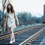 PHOEBE AUGUSTINE. Ronette Pulaski che cammina sulla ferrovia è un'icona (anche se non può rivaleggiare con Laura Palmer avvolta nella plastica)