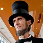 ROBERT BROSKI.  Ci somiglia, quindi interpreta spesso Abraham Lincoln (in Linclone, Haunted Hathaways, Pee-wee's Big Holiday e nel documentario Lincoln@Gettysburg). Ci sarà un tuffo nel passato in Twin Peaks o Broski si emanciperà da questo ruolo?