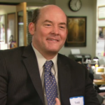 DAVID KOECHNER. Comico statunitense, è stato soprattutto Todd Packer di The Office e Champ Kind in Anchorman. ha lavorato con Brett Gelman (anche lui nel cast del nuovo Twin Peaks) nella sit-com Another Period