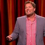 JAY LARSON. Stand up comedian (The Late Late Show, Comedy Central), è stato co-conduttore di Best Bars in America for di Esquire Network. Nel 2015 ha debuttato al cinema nel thriller The Invitation, e pare che questo ruolo l'abbia mostrato sotto unanuova luce,che dovrebbe dare i suoi frutti proprio in Twin Peaks