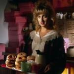 KIMMY ROBERTSON. Lucy Moran: come si fa a non adorarla. Il suo ritorno a Twin Peaks mi riempie di gioia. Se cliccate sulla foto, potete vedere (o rivedere) il messaggio che ha registrato per i fan italiani per ringraziarli del loro contributo nella campagna #savetwinpeaks. Come si fa a non adorarla