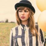 RUTH RADELET. Nata a Portland, Oregon, è la cantautrice della band indie rock  Chromatics